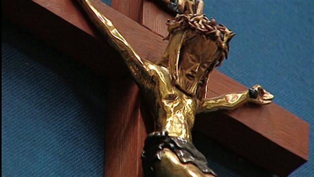 120814_378c5_crucifix-assemblee-nationale_sn635