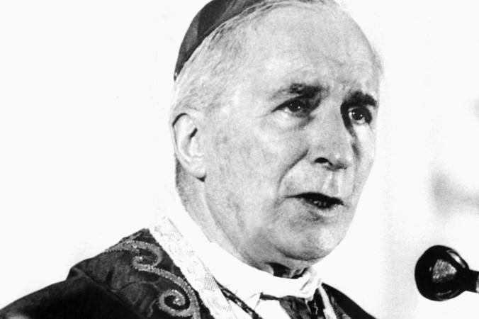 Mgr-Marcel-Lefebvre-prononcant-homelied-messe-ayant-reunide-6-000-personnes-palais-sports-foire-internationale-Lille-29-1976_0_1400_933