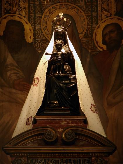Basilique_Notre-Dame_de_Liesse_14082008_10.jpg
